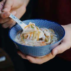 sopa de hojas de langostino